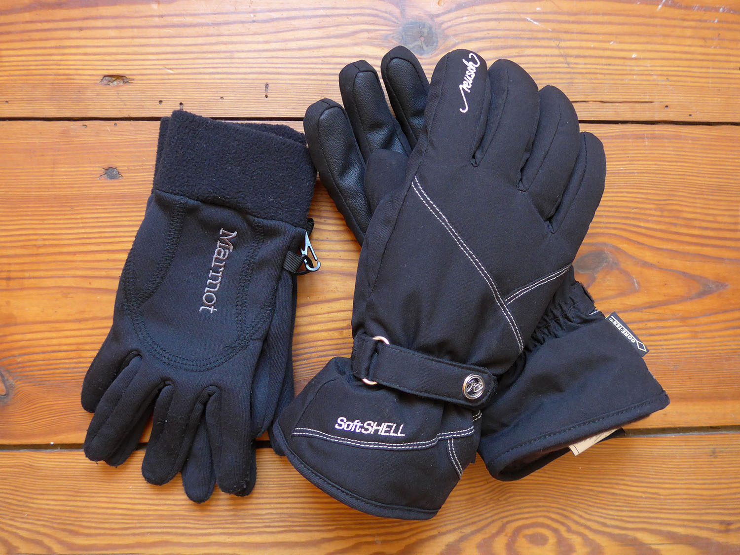 winter-hiking-outfit-gloves
