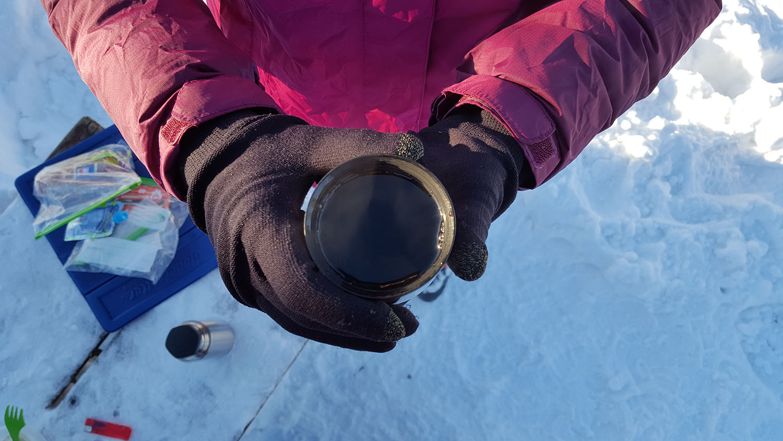 winter-hiking-hydration