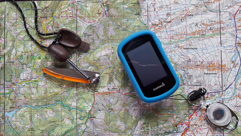 winter-hiking-navigation