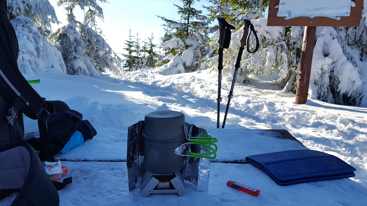 winter-hiking-stating-warm-and-safe
